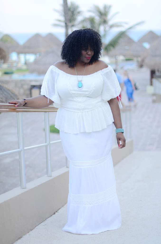 What to wear to a resort vacation #Plussize #mycurvesandcurls #allwhiteoutfit #bohochic #bohemian