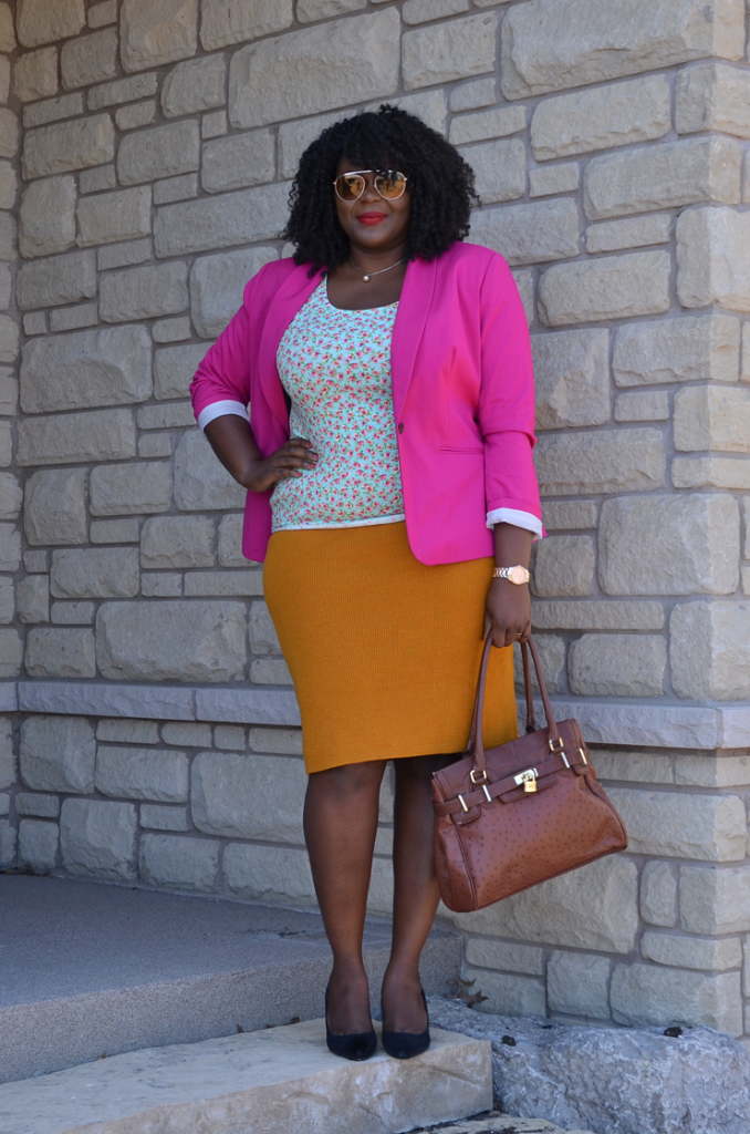Forget about wearing your pink blazer with stripes ,try mixing it with some mustard and mint , #mycurvesandciurls @oldnavy #plussize
