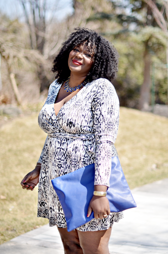 Plus size fashion blogger: snakeskin dress + blue clutch + Nude Shoes- Suzy Shier plus