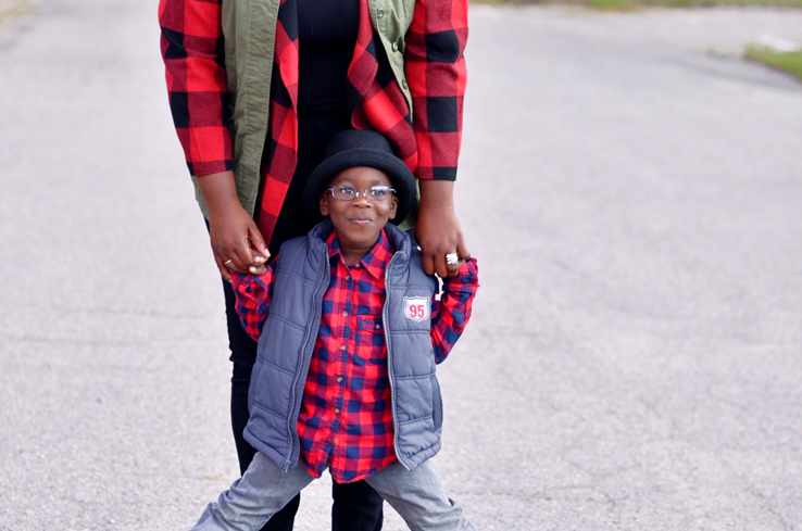 How to layer your utility vest and #plaid jacket. to create a whole new look. Mother and son style #plussize #curves #falloutfit #fallstyle #buffaloplaid.