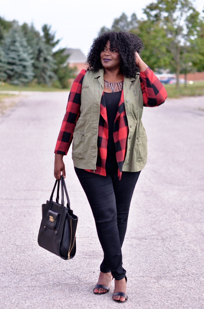 How to layer your utility vest and #plaid jacket. to create a whole new look. #plussize #curves #falloutfit #fallstyle #buffaloplaid.
