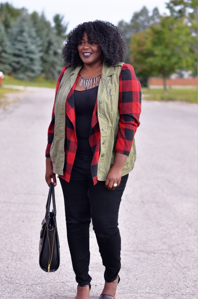 How to layer your utility vest and #plaid jacket. to create a whole new look. #plussizestyle #curves #falloutfit #fallstyle #buffaloplaid.