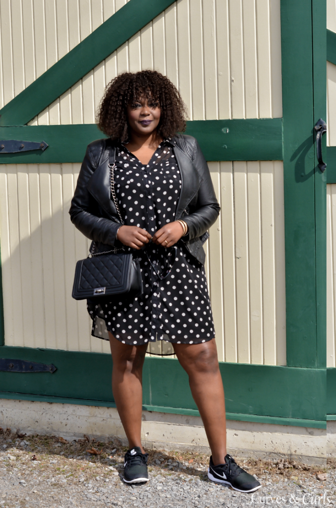 Top toronto style blogger- wearing an old navy shirtdress- mycurvesandcurls.com