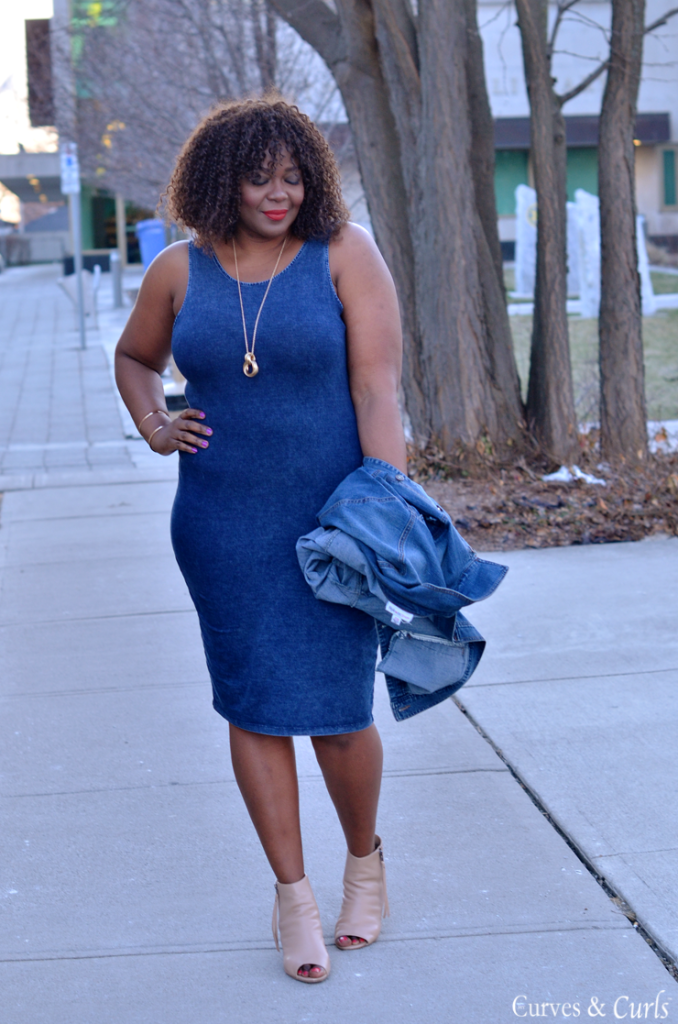 Toronto fashion blogger in le chateau denin bodycon tank dress. Plus size fashion